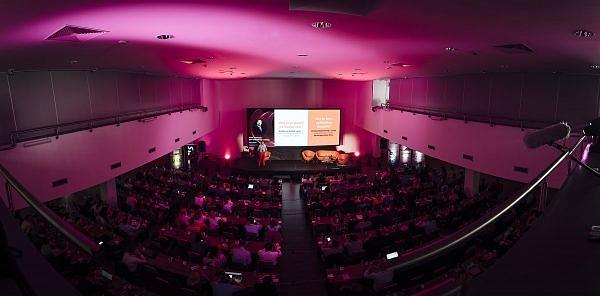 E-commerce konferencia CREATIVE summit - summit, prezentácia, prednáška, konferencia, it - eventovy fotograf