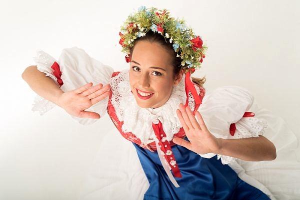 Fotenie tanečnice v ľudovom kroji - tanecnica, portret, ludove, folklór - eventovy fotograf