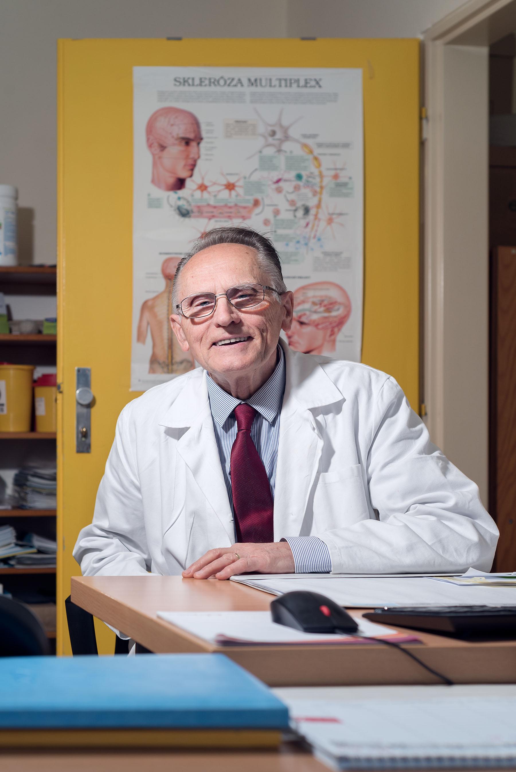 Pracovný portrét lekára - portret, lekárska komora, fotoportret - eventovy fotograf
