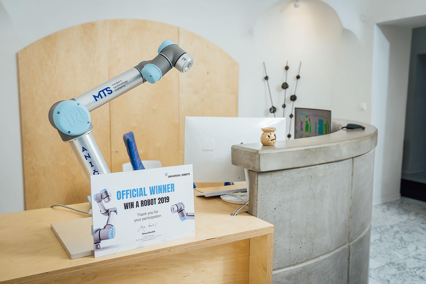 Fotenie odovzdávania výhry - robot, nitra, medicína - eventovy fotograf